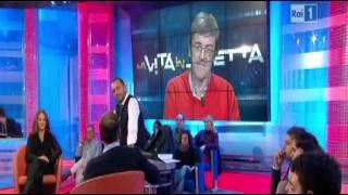 Paola Taverna alla vita in diretta distrugge Renzi